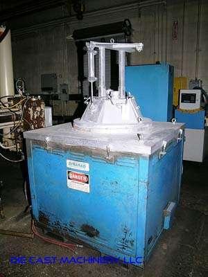 Magnesium melting/holding furnace