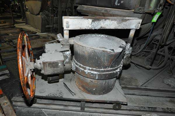 Picture of Modern Equipment MEC-650 Hand-Wheel Tilting Transfer Ladle for Molten Aluminum Alloys For Sale DCMP-3893